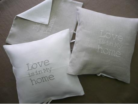 "Poszewka Lniana ""Love is in my Home"""